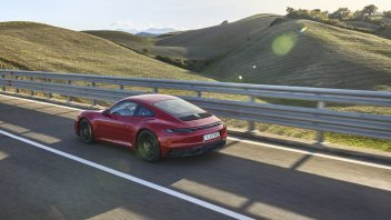 Auto - News: Porsche 911 GTS 2022: le nuove Coupé e Cabriolet di Stoccarda