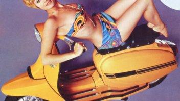 Moto - News: Raffaella Carrà, il caschetto biondo che divenne icona delle due ruote