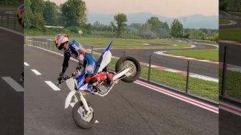 Moto - News: Yamaha YZ450F: con Toprak Razgatlioglu basta una ruota sola - VIDEO