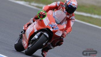 Valentino Rossi fa 'il dito' agli avversari...come Stoner