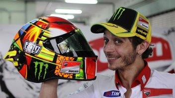 Moto - News: Moto nuova e casco nuovo per Rossi