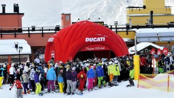 Moto - News: Ducati Hyper Winter - Sulla neve con le rosse