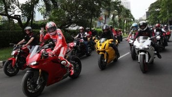 Moto - News: Hayden blocca le strade di Jakarta