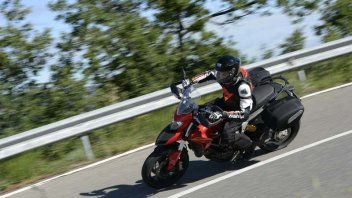 Moto - Test: Hyperstrada - Il turismo Ducati è adrenalina
