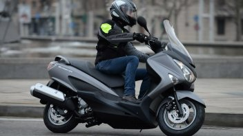 Moto - Test: Burgman, lo scooter in giacca e cravatta