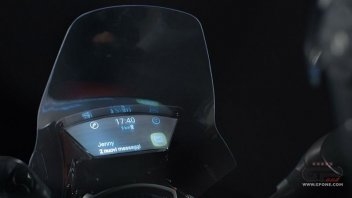 Moto - News: Yamaha: ecco il parabrezza intelligente Samsung