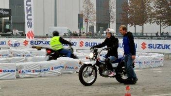 """Moto - News: Suzuki e Donneinsella: partnership in """"rosa"""""""