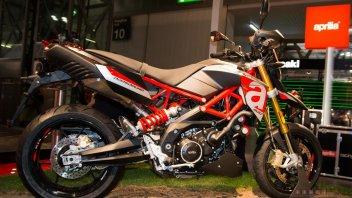 Moto - News: Aprilia Dorsoduro 900: fun-bike di carattere
