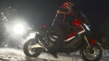 Moto - News: Marc Marquez su Honda X-ADV: show sulla neve di Kitzbühel