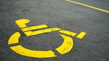 Moto - News: Parcheggiare su un posto per disabili: ora è reato di violenza privata