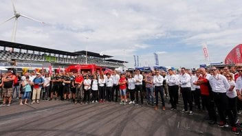 SBK: La Superbike si ferma per ricordare le vittime di Barcellona