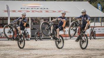 Moto - News: Thok, la e-bike che 'aiuta' la leggenda del trial Bou