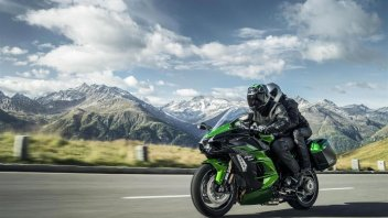 Moto - News: EICMA 2017, Kawasaki Ninja H2 SX: turismo a bomba!