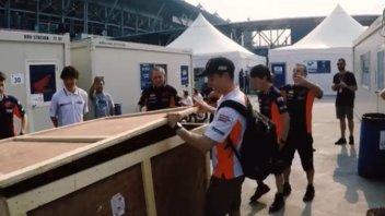 MotoGP: Marc Marquez, regalo con scherzo per i suoi 25 anni