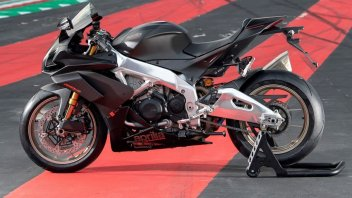 """Moto - News: Aprilia RSV4 1100 Factory: il prezzo per """"volare"""" tra i cordoli"""