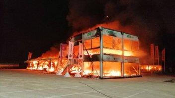 MotoE: Incendio a Jerez: distrutto il box che ospitava le MotoE
