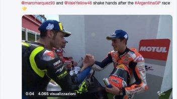MotoGP: Rossi e Marquez: stretta di mano prima del podio
