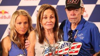 MotoGP: Nicky Hayden's #69 presented to his family