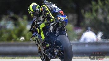 MotoGP: Rossi bacchettato dai colleghi: col motore rotto, ci si ferma