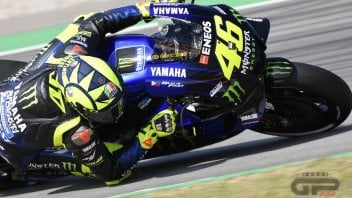 MotoGP: From home to the circuit on the M1: Rossi rides the streets of Tavullia