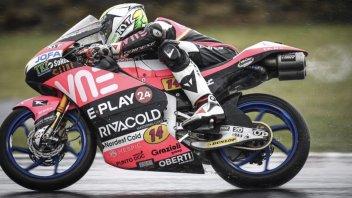 Moto3: Tripletta italiana sul bagnato di Phillip Island. Comanda Arbolino