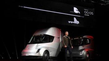Auto - News: Tesla rischia 2 miliardi di $ per violazioni relative al suo camion