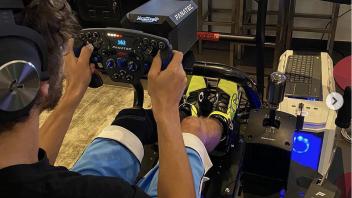 MotoGP: Ecco la nuova postazione F.1 con accessori Fanatec di Valentino Rossi