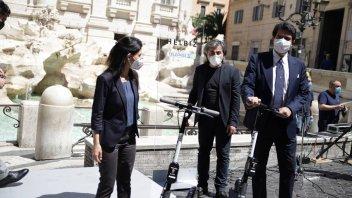 Moto - News: I monopattini in sharing sfidano i sampietrini di Roma