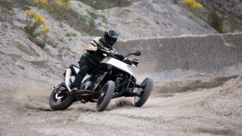 Moto - News: Lo scooter a tre ruote si fa sportivo, con Yamaha TMAX - Tricity