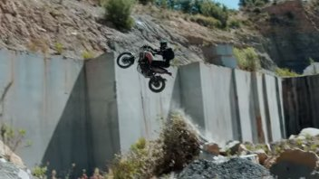 Moto - News: Guardate cosa fa Pol Tarrés con la sua Yamaha Ténéré 700!