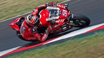 SBK: CIV, Pirro e Savadori fanno il vuoto in Gara 1. Polemiche in Moto3