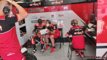 SBK: Pit boxes in the time of Covid: masks and microphones at the Barcelona tests