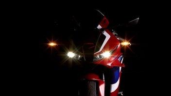 Moto - News: Honda CBR 600 RR 2021: il lancio il 21 agosto, ma spunta un video