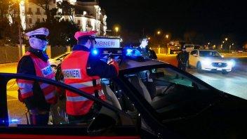 """Moto - News: Corda tesa in strada: questa volta """"tocca"""" a una ragazza sullo scooter"""