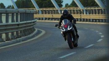 Moto - News: Aprilia RS660: ecco il video in movimento della sportiva più attesa