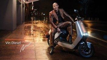 """Moto - News: Vin Diesel in fuga con un """"velocissimo"""" Yadea D5. La pubblicità green"""