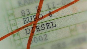 Auto - News: Il Covid allunga la vita ai diesel Euro 4, slitta di 3 mesi il blocco
