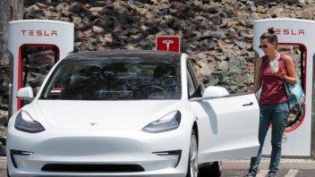Auto - News: Tesla: caricate le batterie quando in casa non usate il condizionatore