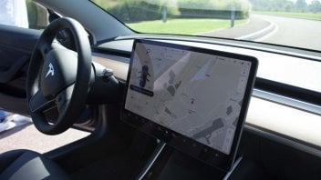 Auto - News: Tesla: l'Autopilot non supera i test Euro NCAP