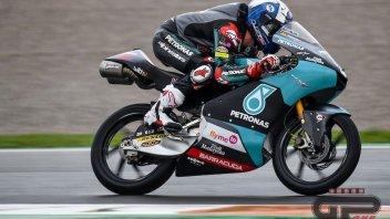 Moto3: McPhee beffa Vietti sotto l'acqua di Valencia. 3° Arenas