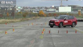 Auto - News: Toyota RAV4 Plug-in Hybrid: il test dell'alce, porta al richiamo dall'azienda