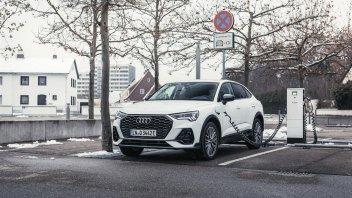 Auto - News: Audi Q3 e Audi Q3 Sportback TFSI: SUV compatti plug-in, caratteristiche e prezzi