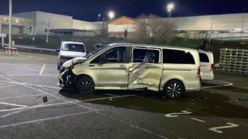 Auto - News: La vendetta dell'operaio Mercedes licenziato: un escavatore e 5 milioni di danni