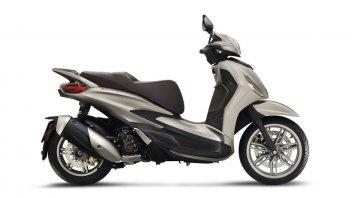 Moto - Scooter: Piaggio Beverly 300/400 hpe ed S 2021: svelato il prezzo dello scooter italiano