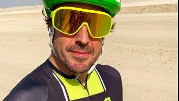 Auto - News: Comincia male l'avventura di Brivio in Alpine F1: Alonso incidente in bici