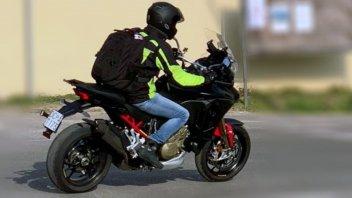 Moto - News: FOTO SPIA - Beccata la Ducati Multistrada V4 con il 17 all'anteriore