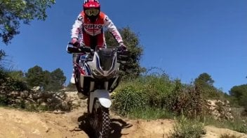 Moto - News: Toni Bou, lo stoppie con l'Africa Twin diventa virale [VIDEO]