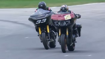 Moto - News: Indian vs Harley-Davidson: sportellate in pista con le bagger [VIDEO]