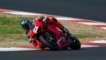 Moto - News: La Panigale V4 S di serie prima nel Trofeo Motoestate con Salvadori