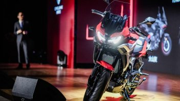 Moto - News: Zongshen Cyclone RX6, la adventure media con il motore Norton